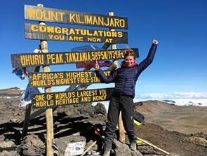 Randi vil 5700 meter op for velgørenhed