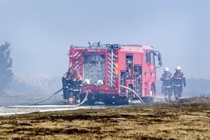 Brandfolk fra fem stationer i kamp: 10 hektar skydeterræn blev svedet