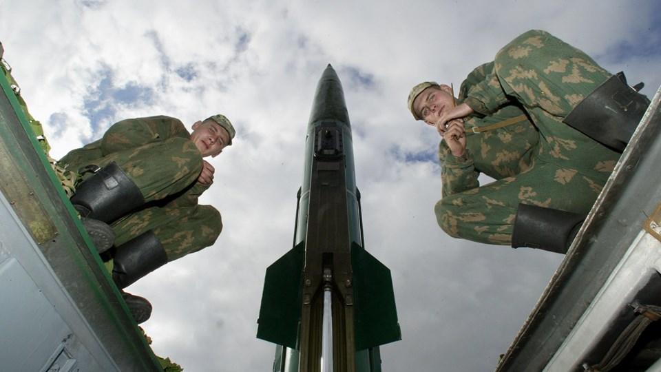 Russiske soldater ved et affyringssted for kortrækkende Totjka-M missiler. Litauens forsvarsminister, Raimundas Karoblis, siger, at Nato må finde frem til en reaktion på placeringen af det taktiske Iskander-missilsystem i det vestlige Kaliningrad. Foto: Scanpix/Stringer