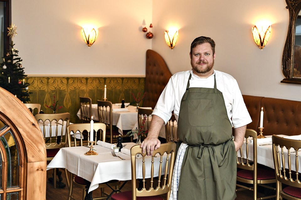 Jesper Hjortdal er nu klar til at tage imod gæster i de nyrenoverede gemakker.Foto: Bent Bach
