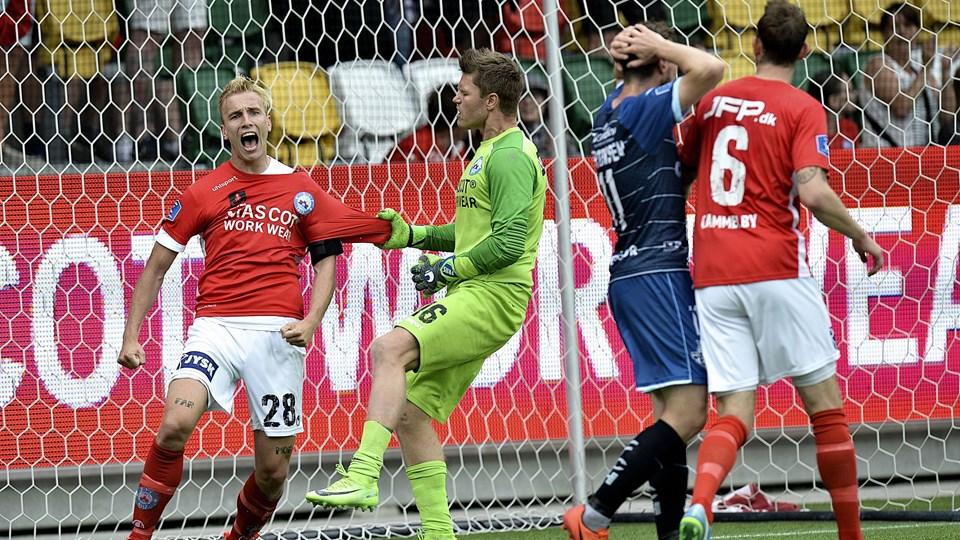 Tobias Salquist redder to gange Silkeborg på stregen i 4-3-sejren over Helsingør. Foto: Scanpix/Norde Ernst Van