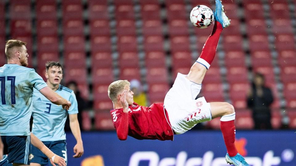 Jens Odgaard afgør kampen mod Nordirland på dette saksespark kort før tid.