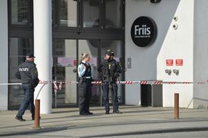 Bombetrussel: Ekstra bombehunde indkaldt - Friis og hovedbibliotek er genåbnet