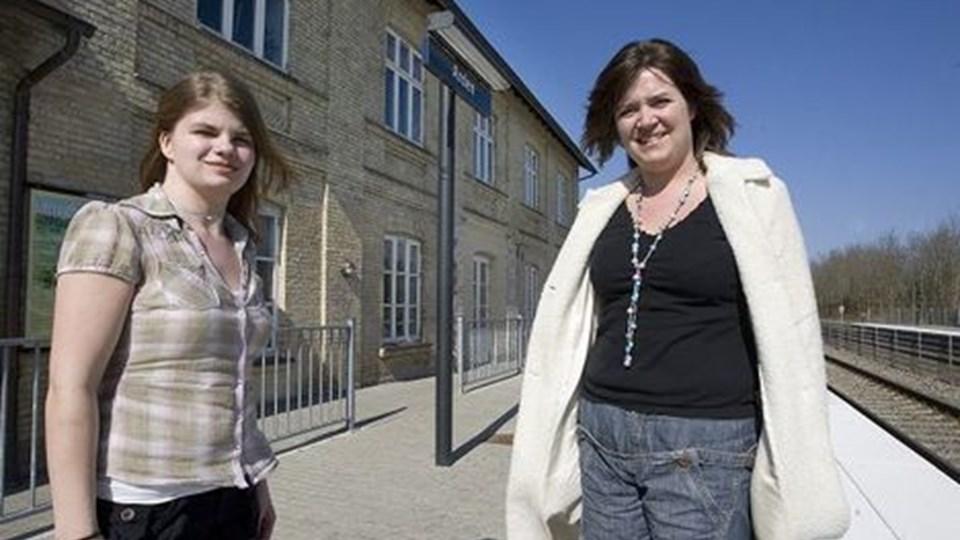 Marie Louise Madsen (t.v.) og projektleder Lis Skadborg - klar til butiksåbning. Foto: Grete Dahl