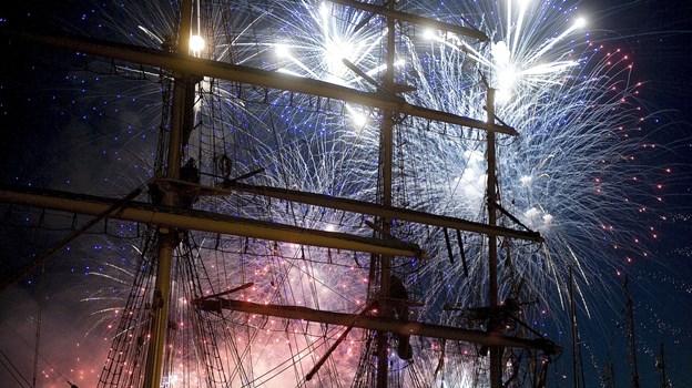 Verdens smukkeste sejlskibe får følgeskab af verdens - måske - smukkeste festfyrværkeri, når showet skydes i gang klokken 23.15 fredag den 5. juli. Arkivfoto: Lars Pauli