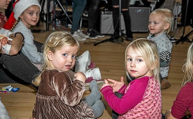 Også de helt små var med og lyttede til musikken og sangen. Foto: Mogens Lynge