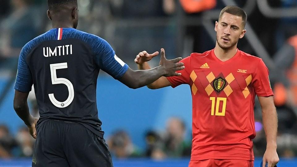 Kampens eneste målscorer, franske Samuel Umtiti, siger tak for kampen til Belgiens Eden Hazard, efter Frankrig spiller sig i VM-finalen i Rusland. Foto: Gabriel Bouys/Ritzau Scanpix