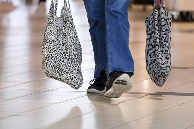 De fysiske butikker fører klart: Vi vil se, hvad vi køber