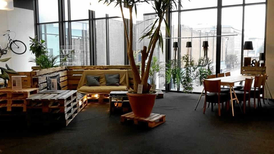 Det er en funktionel lounge med et råt udtryk. Foto: Friis Shoppingcenter