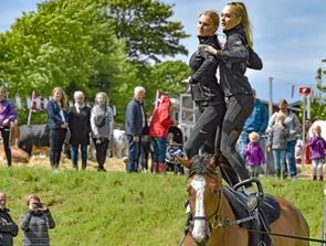 Akrobatik på hesteryg trak mange dyrskuegæster