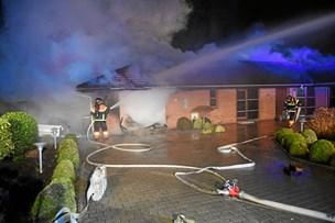 Villa raseret af brand: Ældre ægtepar var hjemme, da ilden opstod