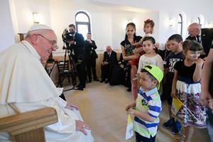 Paven beder romaer om tilgivelse for ondskab