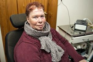 Tvivlsom besparelse rammer handicappede: Elly holdes på pinebænken i timevis