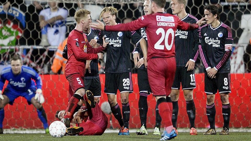 Christian Poulsen fik rødt kort efter sit albuesving mod en FCN-spiller i søndagens Superligakamp. Foto: Scanpix