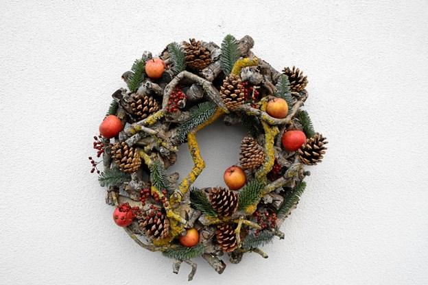 Man kan købe dekorationer, kranse og materialer til fremstilling af julepynt. Privatfoto