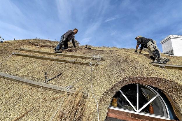 Detaljerne fremhæver huset skønhed. Når det grove arbejde er gjort, blive alt finpudset, så flader og kanter kommer til at stå knivskarpt. Foto: Ole Iversen