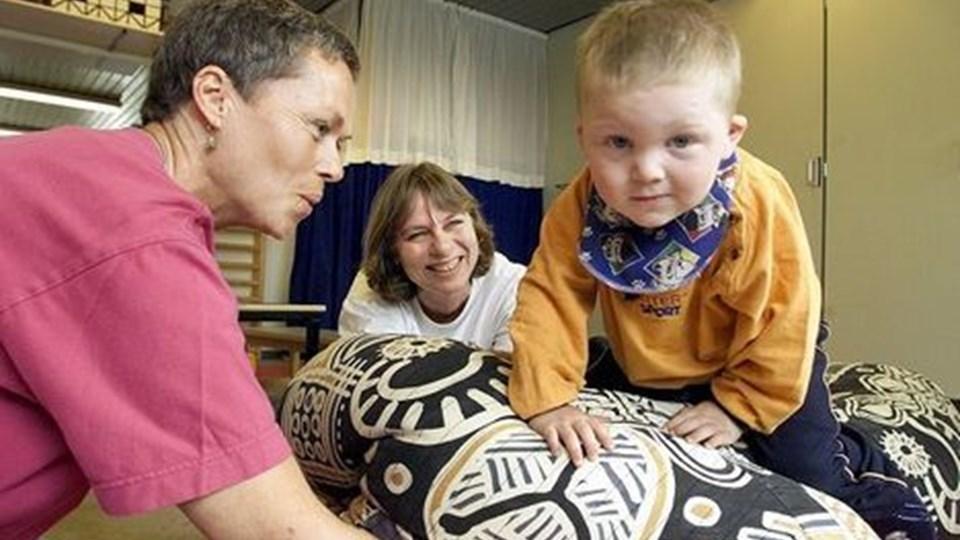 På sygehuset hjælper man også børn, der har brug for fysio- eller ergoterapi. Men det kommunale tilbud i Aalborg oplever fortsat mange, som døjer med følgerne af en kompliceret eller for tidlig fødsel.Arkivfoto