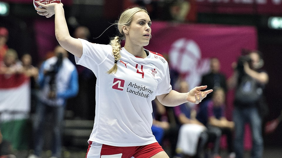 Anna Sophie Okkels, som her ses spille for landsholdet, stopper håndboldkarrieren. Foto: Scanpix/Henning Bagger/arkiv