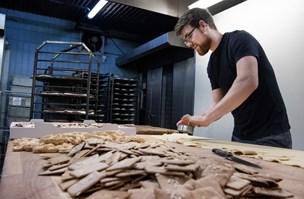 Travl uge: Thy-bager har bagt tusindvis af småkager af 300 kilo dej