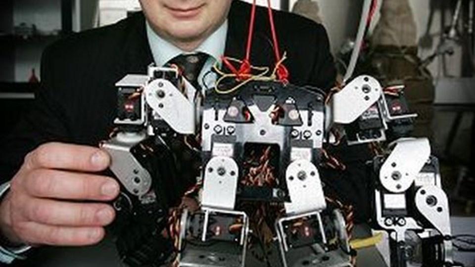 Jakob Stoustrup har fået 250.000 kroner til at bygge en ny robot, der skal halte. Foto: Michael Bygballe