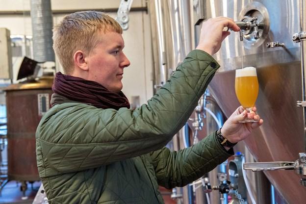 Fredrik Hector Schmidt har gjort sit kontraktbryggeri, Bad Seed Brewing, til et fysisk et af slagsen. I løbet af 2018 har han indrettet bryghus i den tidligere sodavandsfabrik i Gudumholm. Foto: Kim Dahl Hansen
