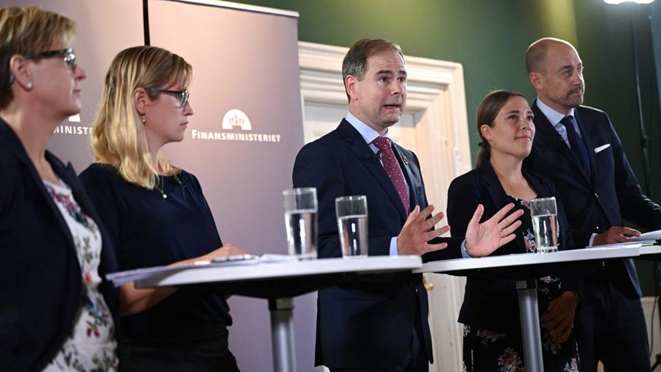Ulla Astman (yderst tv), da regeringen og Danske Regioner præsenterede økonomiaftale. Foto Philip Davali/Ritzau Scanpix