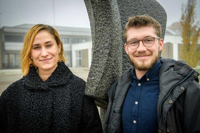 Rosalinde Mynster og Sebastian Jessen er i Aalborg i aften for at præsentere filmen I krig og kærlighed. Du kan stadig nå at komme med. Foto: Peter Broen