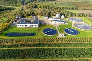 Stor spørgelyst om fælles renseanlæg i Hadsund: Bekymring for badevandet går igen