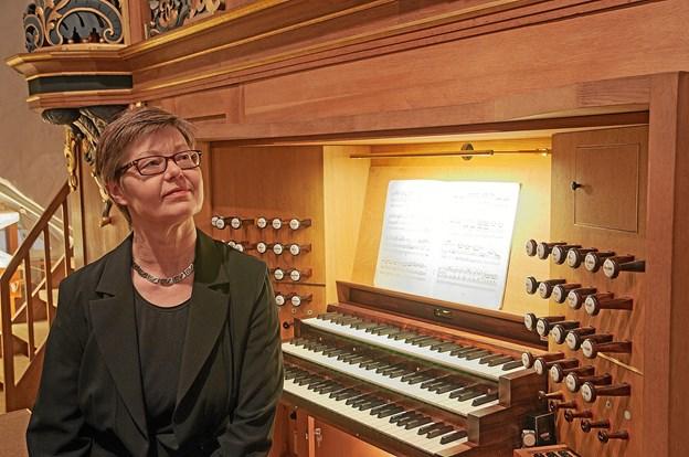 Margrethe Østergaard styrer dirigentstokken denne søndag i december.