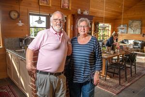 Margit og Hans har bygget fantastisk hus af træ fra USA: - Folk holdt i kø for at kigge på byggeriet