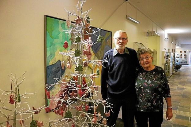 Ægteparret Bente og Hans Overgaard glæder sig til hyggeligst samvær sammen med mange andre der vil holde juleaften på Hotel Viking.