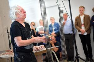 Tysk koryfæ gav koncert med boremaskiner og byggeaffald