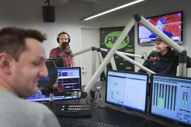 De to komikere tager kollegaerne Martin Nørgaard og Michael Schøt med på Skråen den 27. marts.