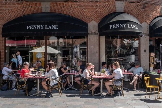 1. juli overtager Jonas Hütscher-Hejlesen Penny Lane, Lisa Søgaard købte caféen i august 2010.