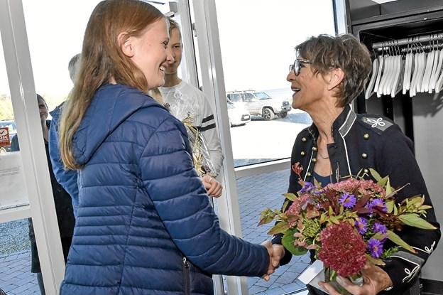 Familie, venner, naboer, forretningspartnere og trofaste kunder var forbi og hylde Gurli. Foto: Ole Iversen