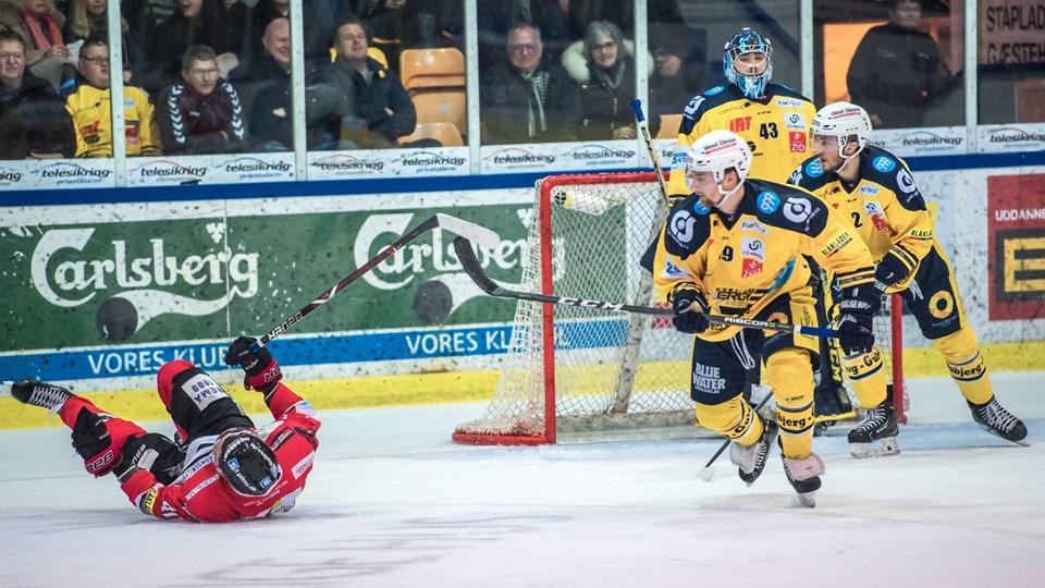 Aalborg Pirates faldt på halen i tirsdagens kamp i Esbjerg. Dermed er stillingen i semifinalen 2-2. Næste slag i serien, hvor der spilles bedst af syv kampe, står fredag aften i Aalborg. Foto: Martin Damgård