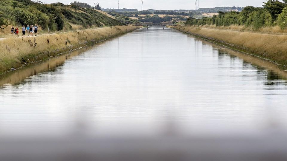 Frederik VII's Kanal er en 4,4 km lang, ca. 25 m bred og tre meter dyb kanal, der går fra Løgstør mod syd til Lendrup. Den blev i sin tid gravet for at skibene kunne sejle udenom de lavvandede Løgstør Grunde. Det var før sejlrenden i Limfjorden blev gravet. Arkivfoto: Lars Pauli