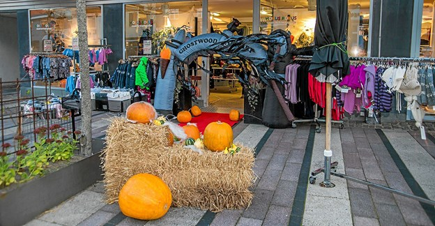 En flot pyntet hovedgade, som Løgstør Handelsstandsforening og Kridthuset havde udsmykket. Foto: Mogens Lynge