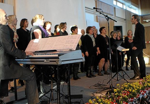 Ulsted Gospelkor giver 13. december julekoncert i kirken. Foto: Allan Mortensen