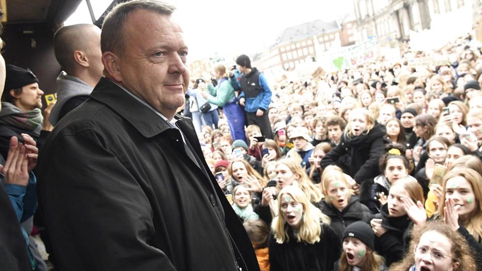 Statsminister Lars Løkke Rasmussen møder demonstranterne til International Klimastrejke på Christiansborg Slotsplads.