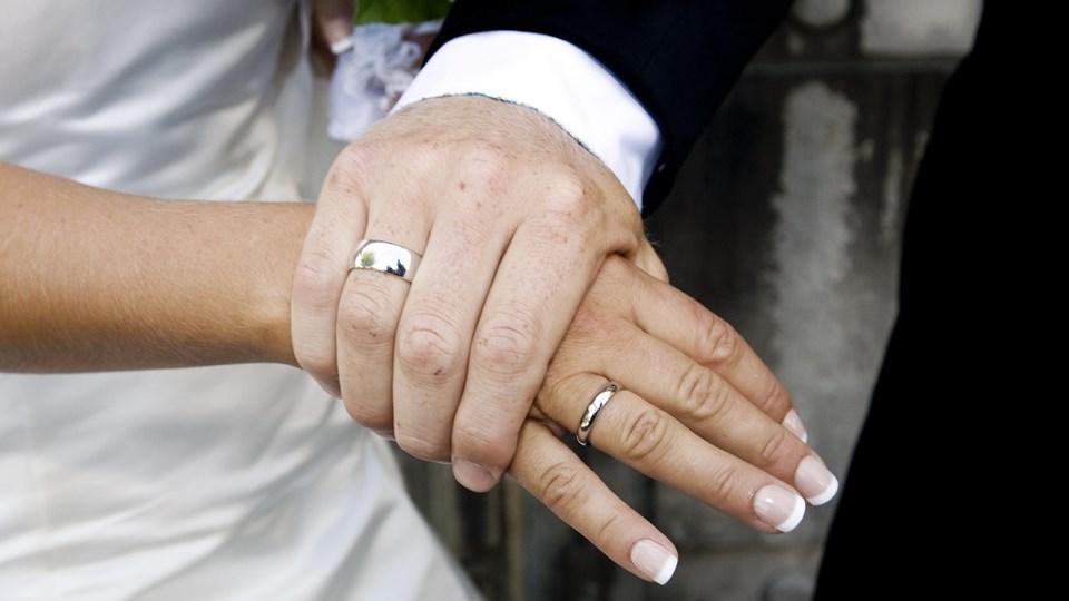 Det kan tage op til en uge at få godkendt en vielse på dansk grund for udenlandske par efter ny lov, der blev vedtaget fredag. Foto: Scanpix/Sisse Stroyer/arkivfoto