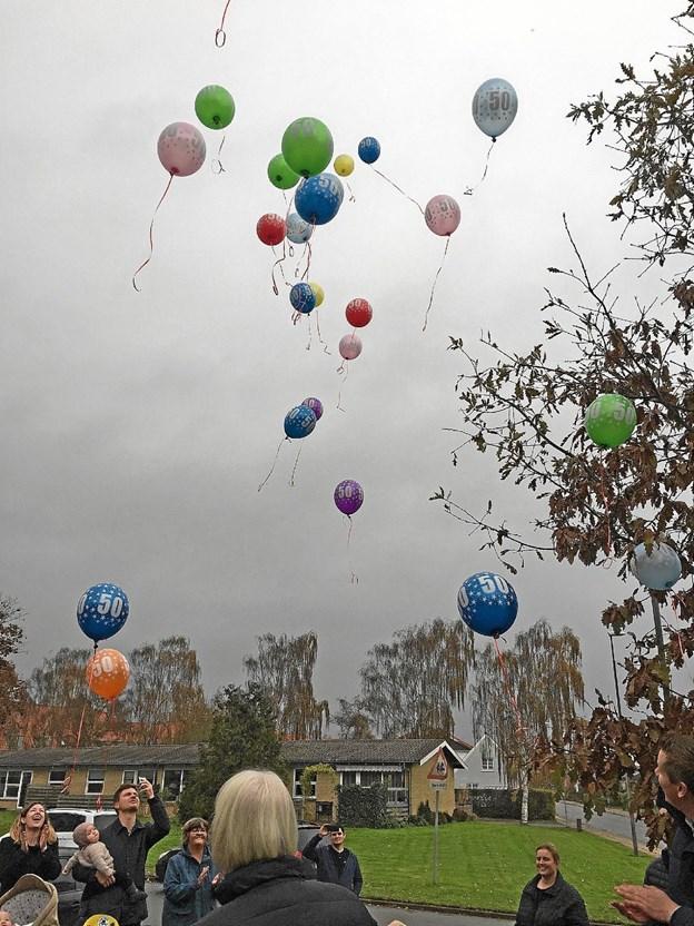 Ved jubilæet sendte børnene 50 balloner til vejrs, så alle kunne se, at der var fest i Dronninglund Børnehave. Privatfoto