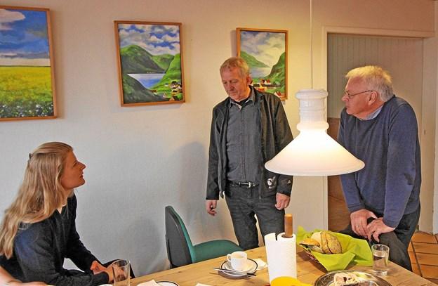 LO-formand Ole Andersen ses her i midten i samtale med folketingsmedlem Ane Halsbo-Jørgensen og byrådsmedlem Arne M. Jensen ved årets 1. maj møde i Dronninglund. Foto: Jørgen Ingvardsen
