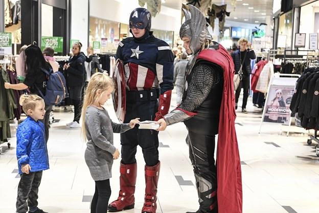 Thor og Captain America var i centeret onsdag. Foto: Bent Bach