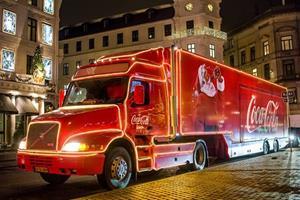 Julelastbil fra Coca Cola på besøg i Aalborg