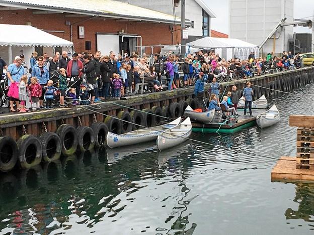 Der var sort af mennesker - omkring 1.500 under ved konkurrencerne i Strandby sidste år. Privatfoto.