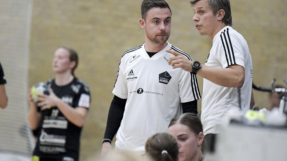 EH Aalborg-manager Morten Secher (th.) så gode takter i København trods et stort nederlag. Arkivfoto: Lars Pauli