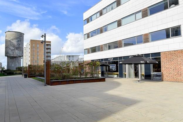Victors afdeling i Nørresundby er kendt for sin fjordudsigt, men i Aalborg kan gæsterne til gengæld nyde udsigten over mod den flotte gamle bygning på Eternitten.