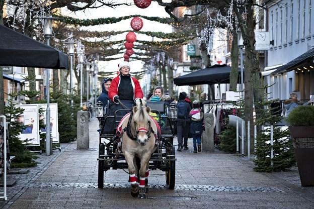 Selv i dagslys imponerer juleudsmykningen: Arkivfoto