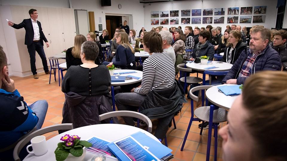 Kenny Thomsen, chef for EUC Nordvests afdeling i Nykøbing, der her taler ved en informationsaften, må erkende, at der ikke er nok elever til at starte en HTX i Nykøbing. Arkivfoto: Bo Lehm